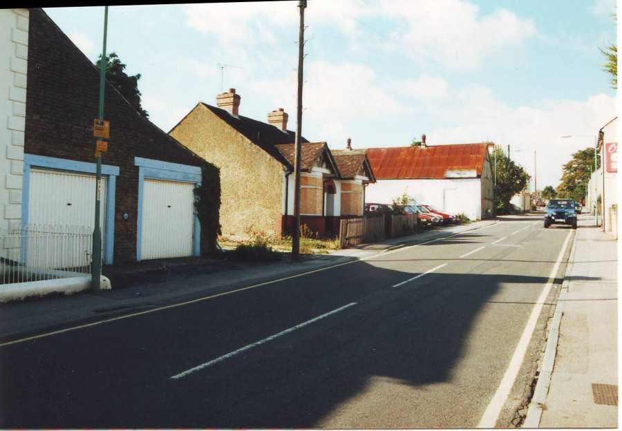 old bungalow and former Lukehurst warehouse opposite Thames Avenue junction in 2001