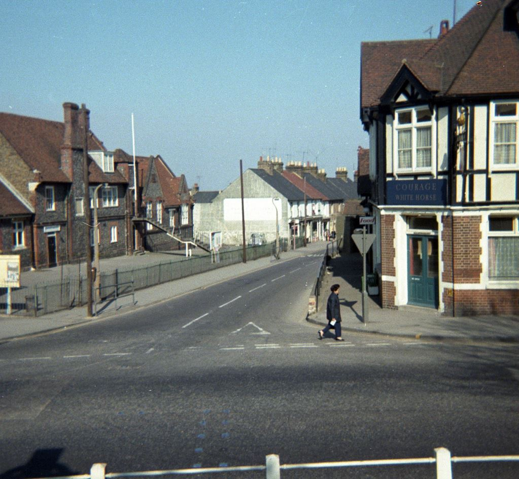 White Horse pub looking down Station Road approx 1972
