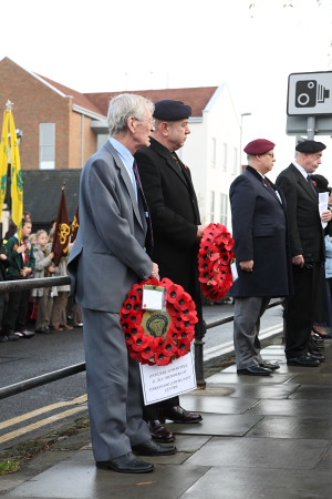 Rainham Remembrance Day 2007 laying wreaths